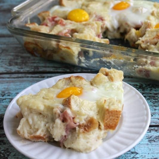 Croque Madame Breakfast Casserole #BrunchWeek | Bread Booze Bacon
