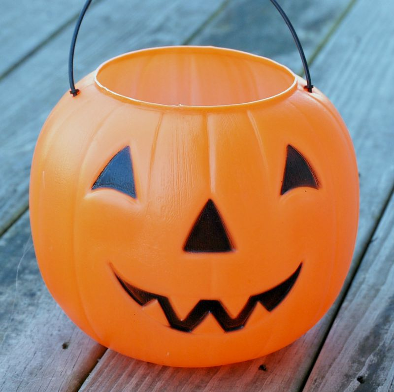 this plastic pumpkin bucket makeover is a great dollar store craft thatll let you - Plastic Pumpkins