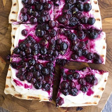 This Grilled Blueberry Dessert Pizza Recipe is a perfect dessert for your next cookout! Prep your ingredients ahead of time and bring everything together in just 10 minutes!