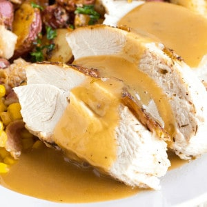 This Easy Turkey Gravy Recipe is the perfect addition to your Thanksgiving table! This savory sauce is delicious on white meat, dark meat, and all over your mashed potatoes!