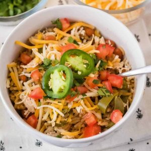Get dinner on the table in 35 minutes with this healthy Instant Pot Fajita Burrito Bowl recipe! Super easy to make & customize with your favorite toppings!