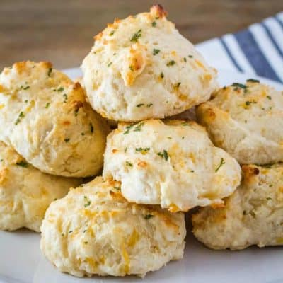 Copycat Cheddar Bay Biscuits are even better than the original. Ready in 15 minutes and only 6 ingredients, these biscuits are dangerously good!