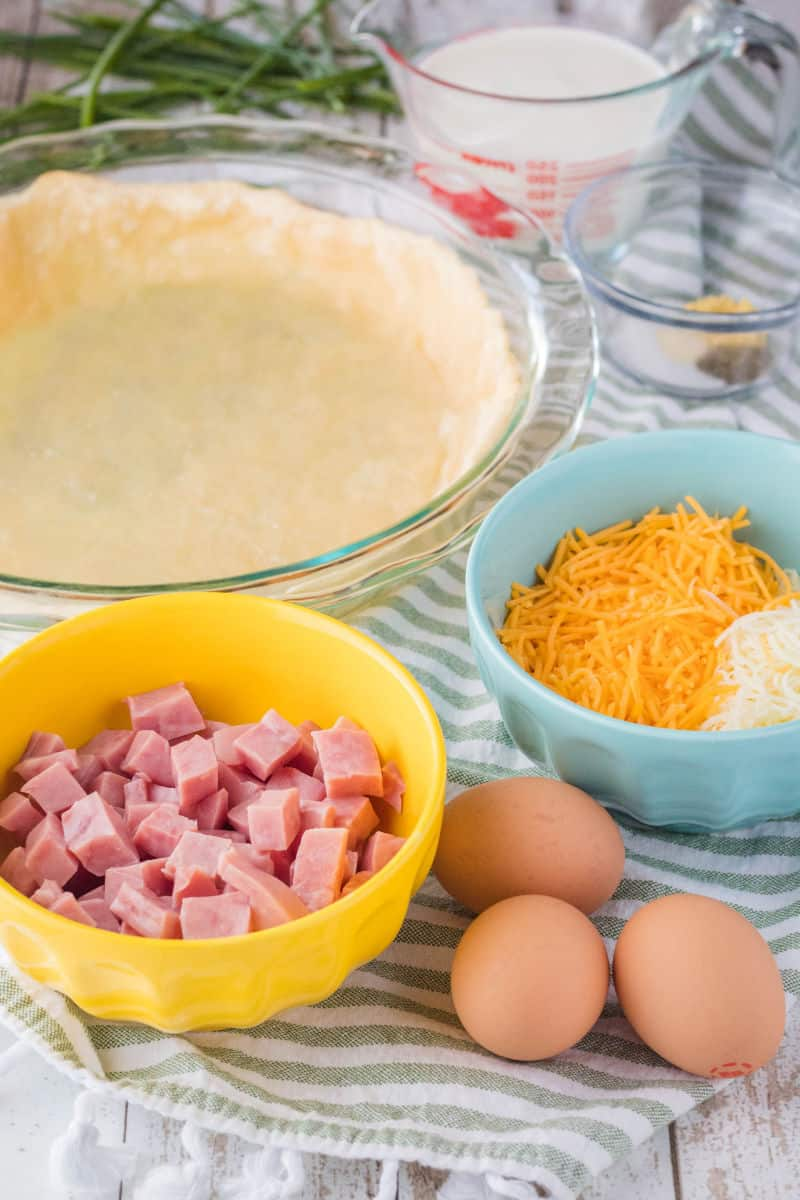 ingredients to make ham and cheese quiche