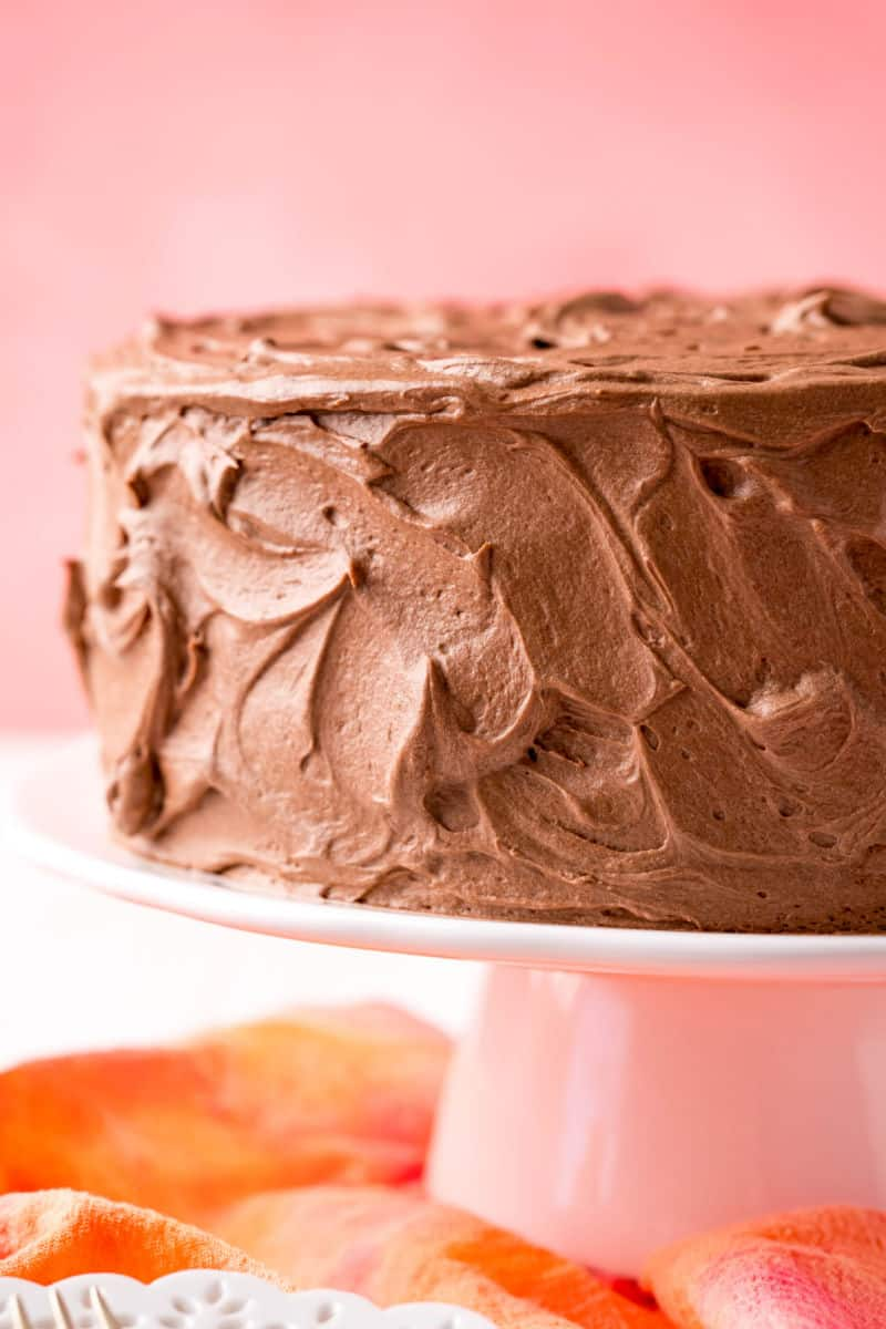 cake frosting with chocolate pudding frosting on a cake stand